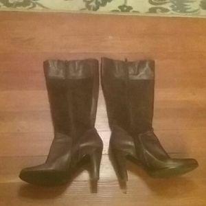 Victor Alfaro Brown boots